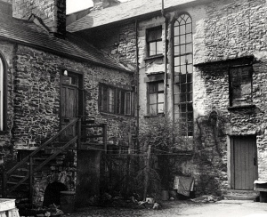 Birthplace of Desmond Bagley - Unnamed yard at 47 Stramongate, Kendal, Cumbria. © & courtesy Local Studies Collection, Kendal Library.